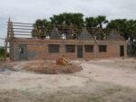 建設中の手作りの学校
