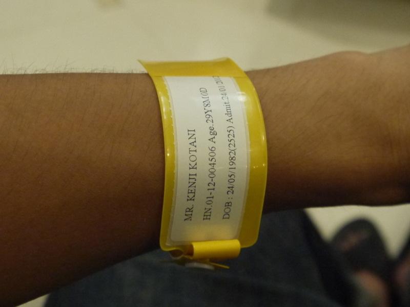 病院でつけられた患者用タグ