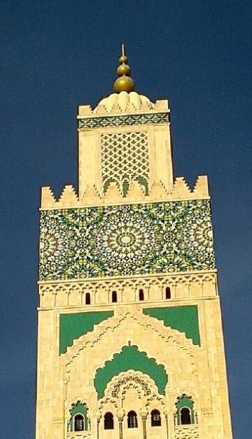 アラビア語の書かれたイスラム塔