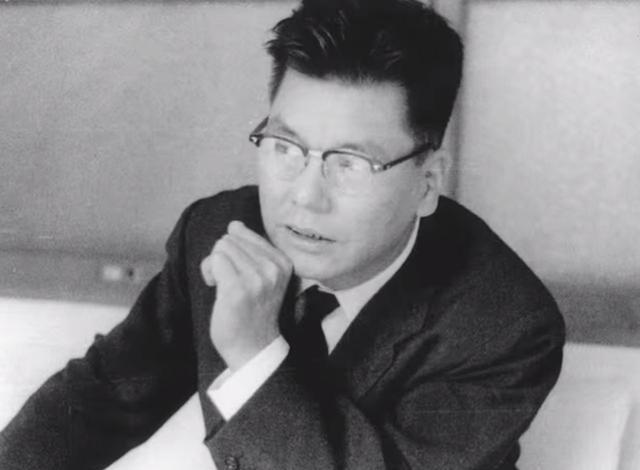 藤澤武夫の顔写真