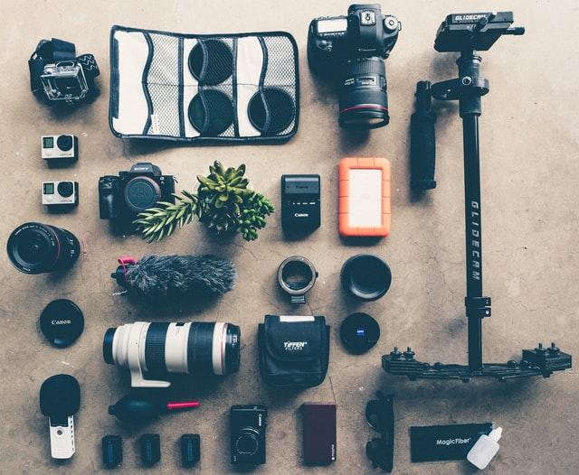 一眼レフカメラやカメラレンズや三脚などの周辺機材の写真