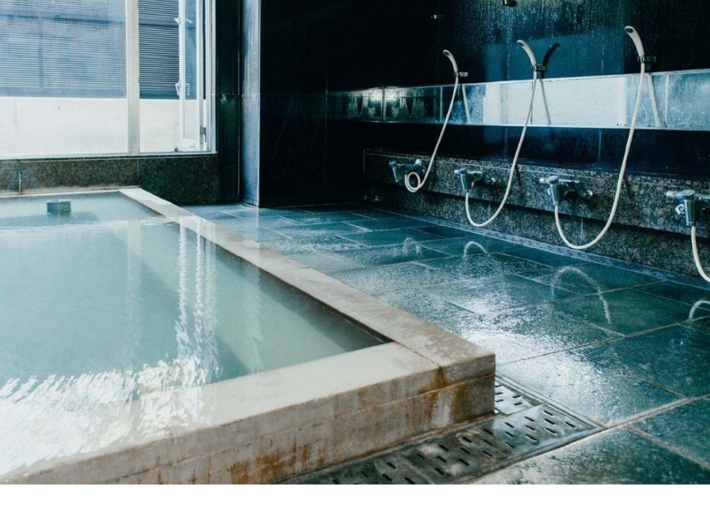 箱根の強羅温泉と洗い場の写真