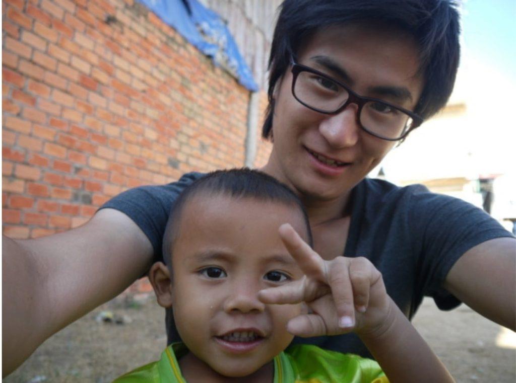 カンボジアの子どもとの記念写真