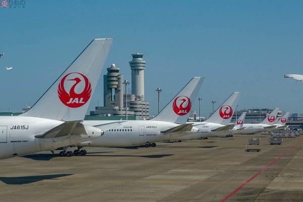 空港に並ぶ6機のJAL旅客機